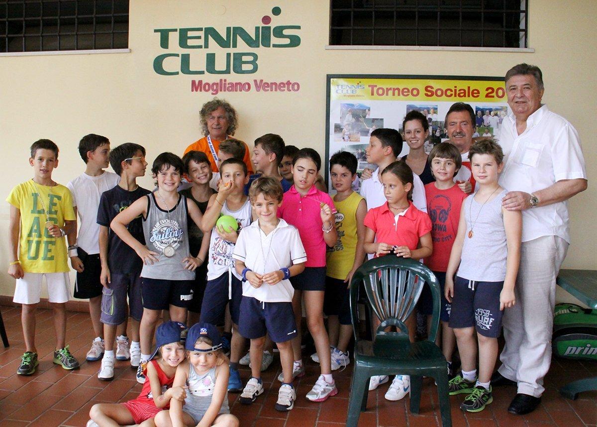 Arriva l'estate, arrivano i centri estivi di tennis