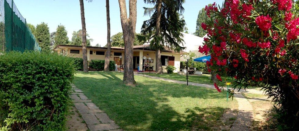 I sei campi del Tennis Club Mogliano si dividono tra le due passioni dei nostri Soci: il tennis e il calcetto.