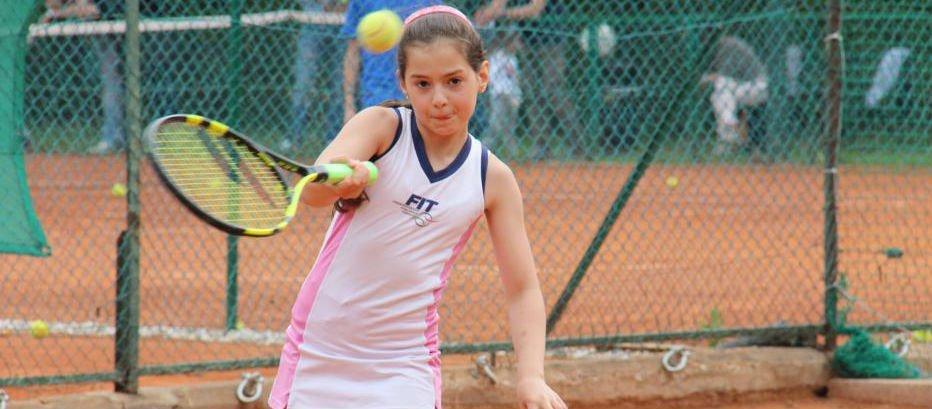 La SAT è il luogo che promuove lo sport del tennis tra le giovani generazioni, dai 4 ai 18 anni.